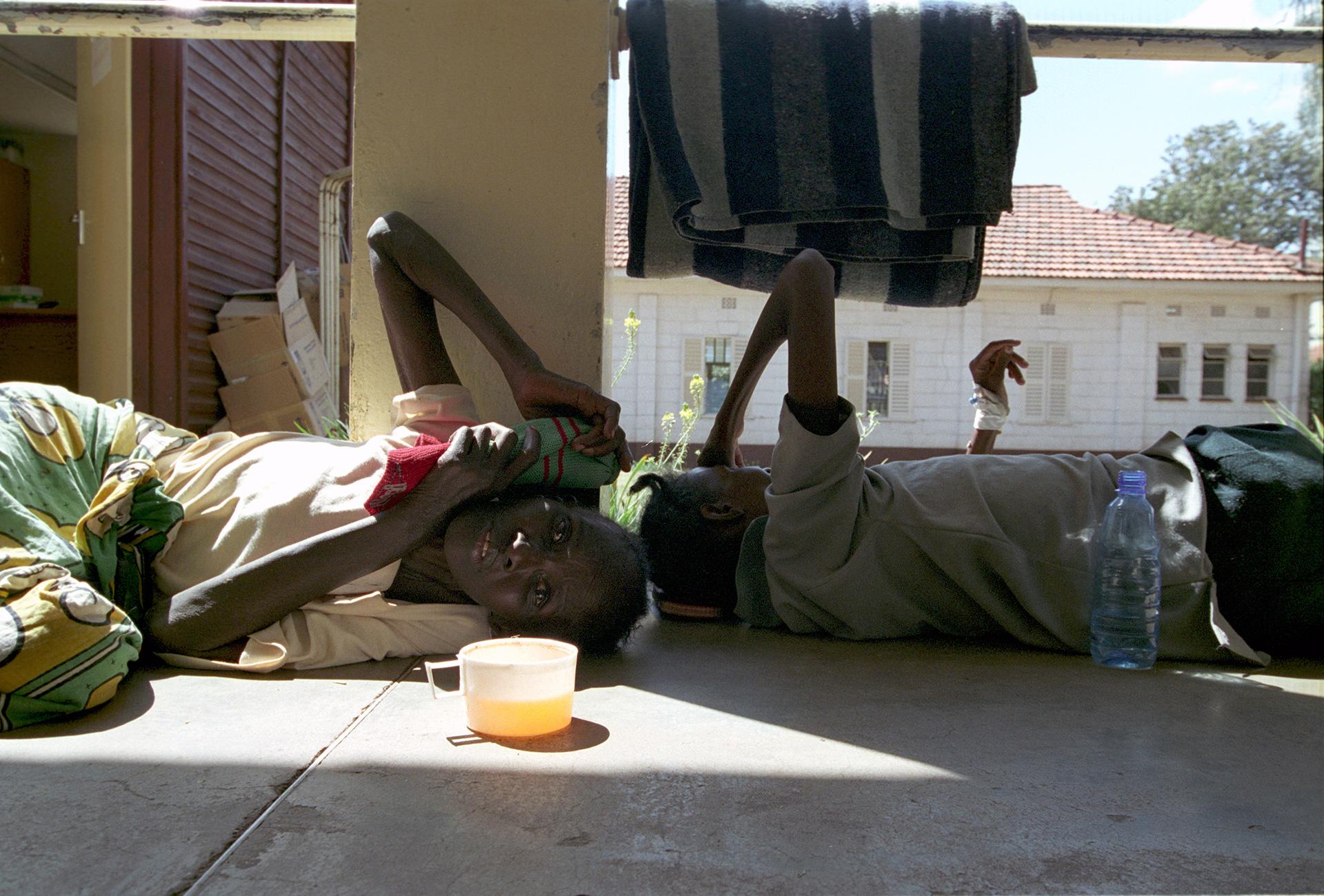 Donne in attesa ricovero - Nairobi : Stefano Cardone Photographer Reportage